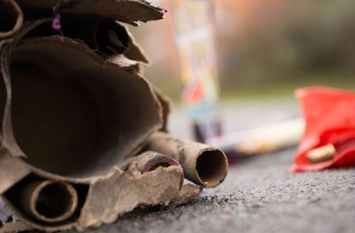 Autofahrer wirft mit Feuerwerkskörpern um sich