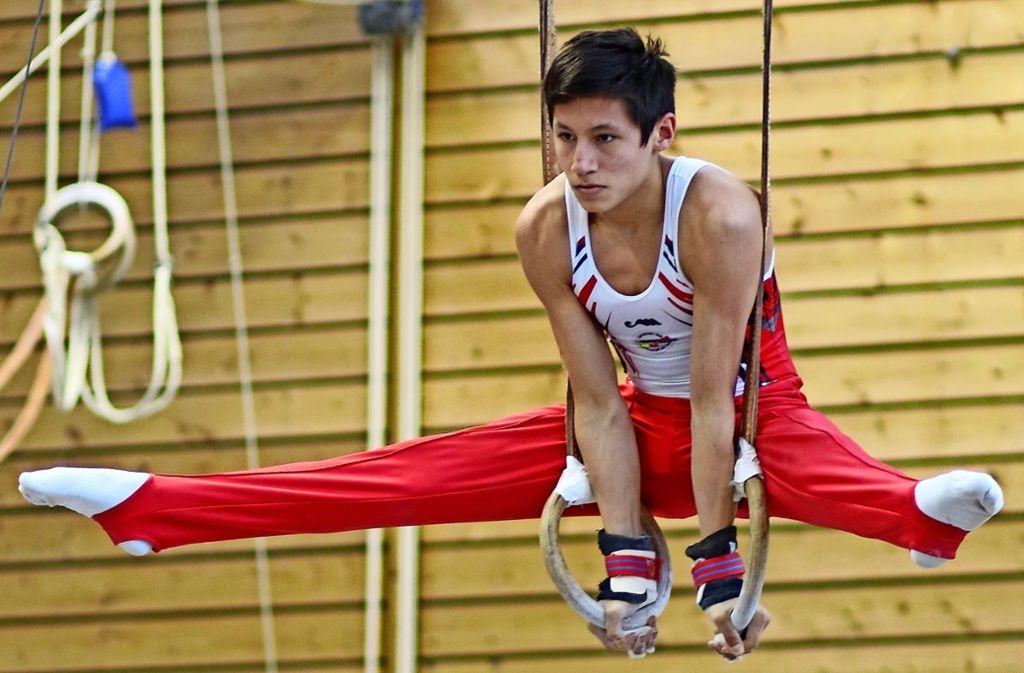 Manú Tschur   überzeugt       nicht nur  an den     Ringen  mit soliden Leistungen. Foto: Lukas Weiß