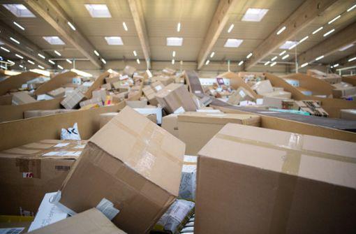 Zusteller lässt Pakete verschwinden