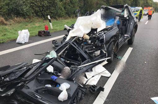 27-jähriger Autofahrer kracht in Lkw und stirbt