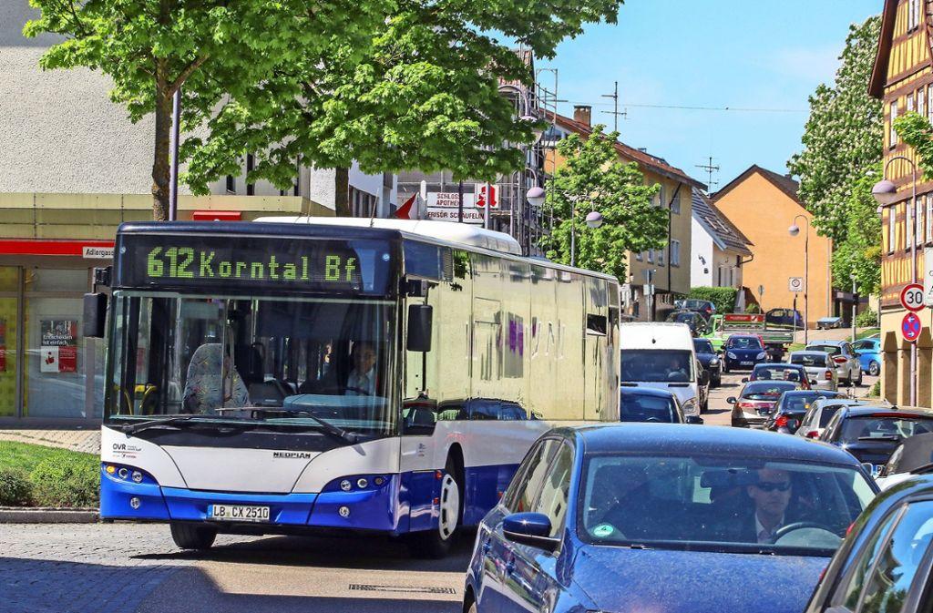 Stoßstange an Stoßstange. Der Verkehr ist eines der vielen dringlichen Themen in Hemmingen. Lösungsansätze gibt es einige. Foto: factum/Archiv