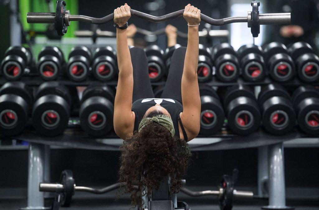 Gute Vorsätze für 2019: Viele nehmen sich vor, Sport zu treiben. Deshalb sind im Januar viele Fitnessstudios voll und es kann eng  beim Training werden. Foto: dpa