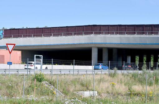 Polizei beendet Feier unter Autobahnbrücke