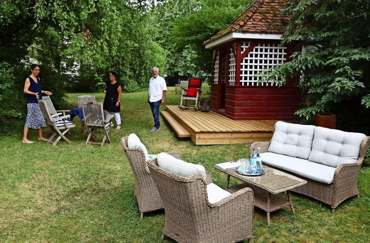 """Für den """"Kulturgarten"""" im Hotel Bürkle hat die Inhaber-Familie Fichter bereits  Vorbereitungen getroffen. Foto: Ingrid Sachsenmaier"""