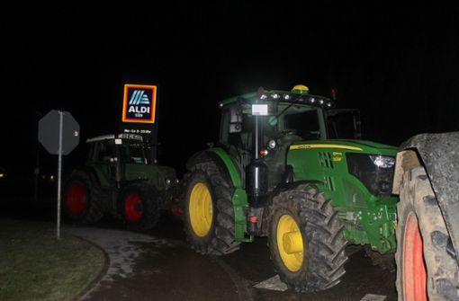 40 Landwirte blockieren Aldi-Lager in Aichtal