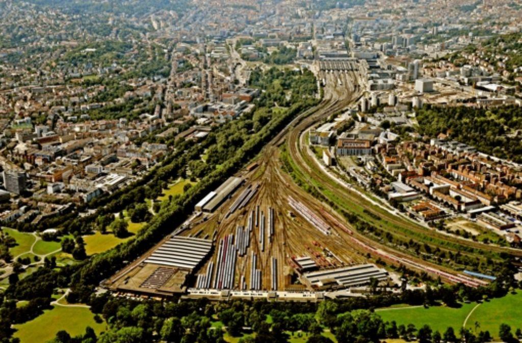 Die Bürger sollen bei der Bebauung der derzeitigen Gleisflächen auf dem Bahnhofsvorfeld  mitreden dürfen. Was sie mitbestimmen dürfen, wird im Vorfeld geklärt. Foto: Manfred Storck