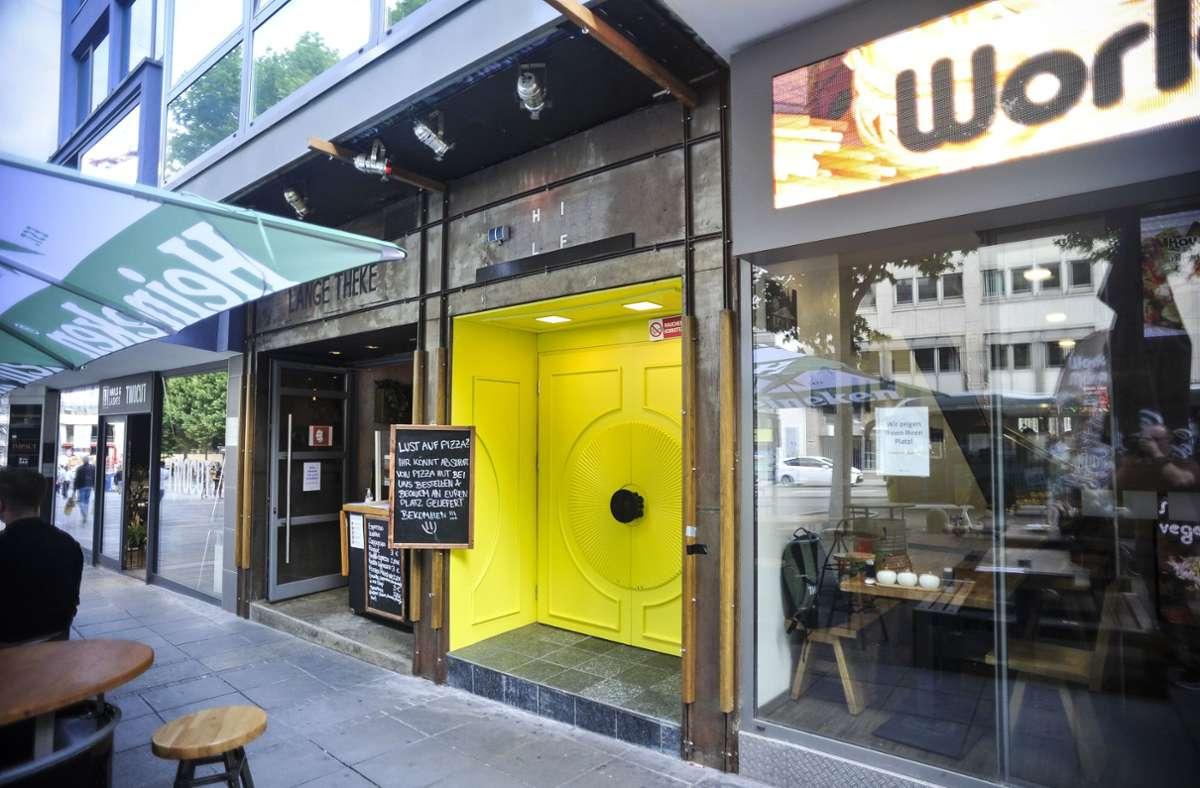 Was geschah am Wochenende hinter der gelben Eingangstür des Hi Life Clubs? Der Betreiber gerät von unterschiedlichen Seiten in Beschuss. Foto: Lichtgut/Max Kovalenko