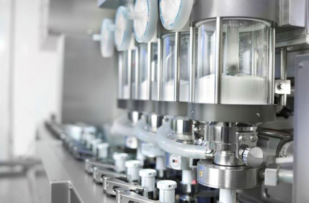 Eine Anlage von Harro Höfliger, auf der Inhalatoren montiert und mit einem Medikament befüllt werden. Foto: Harro Höfliger