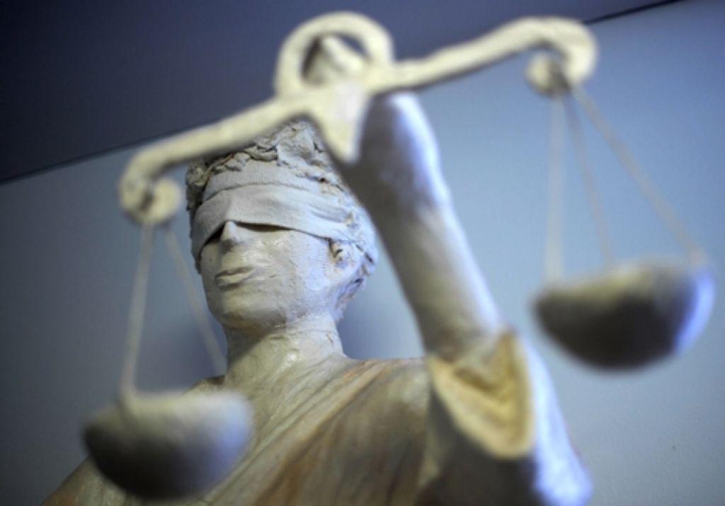 Ein psychisch kranker Mann steht vor Gericht, weil er seinen Chef angegriffen hat. Foto: dpa