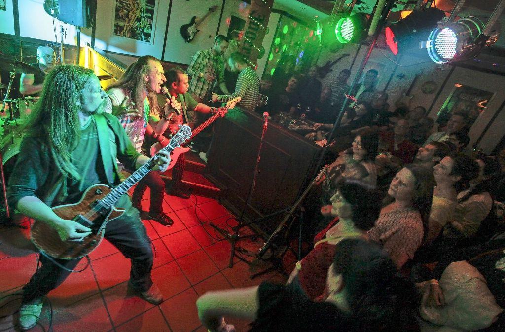 """Live-Musik wie hier im """"Republik Pub"""" wird bei der Leonberger Musiknacht groß geschrieben. Foto: factum/Granville"""