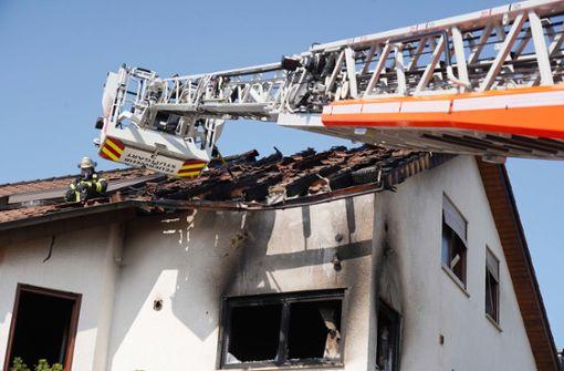 Feuerwehr rückt zu Brand in Wohnhaus aus