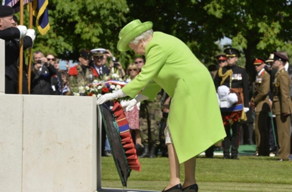 An den Feiern zum 70. Jahrestag des D-Day in der Normandie haben viele Staats- und Regierungschefs aus der ganzen Welt teilgenommen, wie beispielsweise Queen Elizabeth II., ...  Foto: dpa