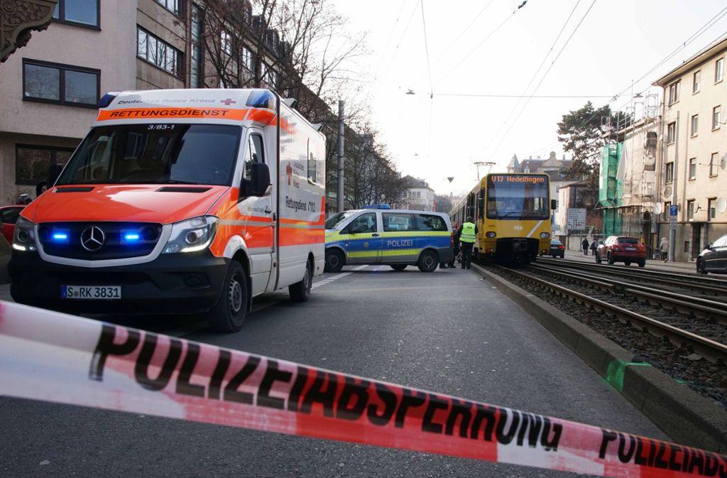 Eine Person ist bei der Kollision mit einer Stadtbahn verletzt worden. Foto: Andreas Rosar Fotoagentur-Stuttg
