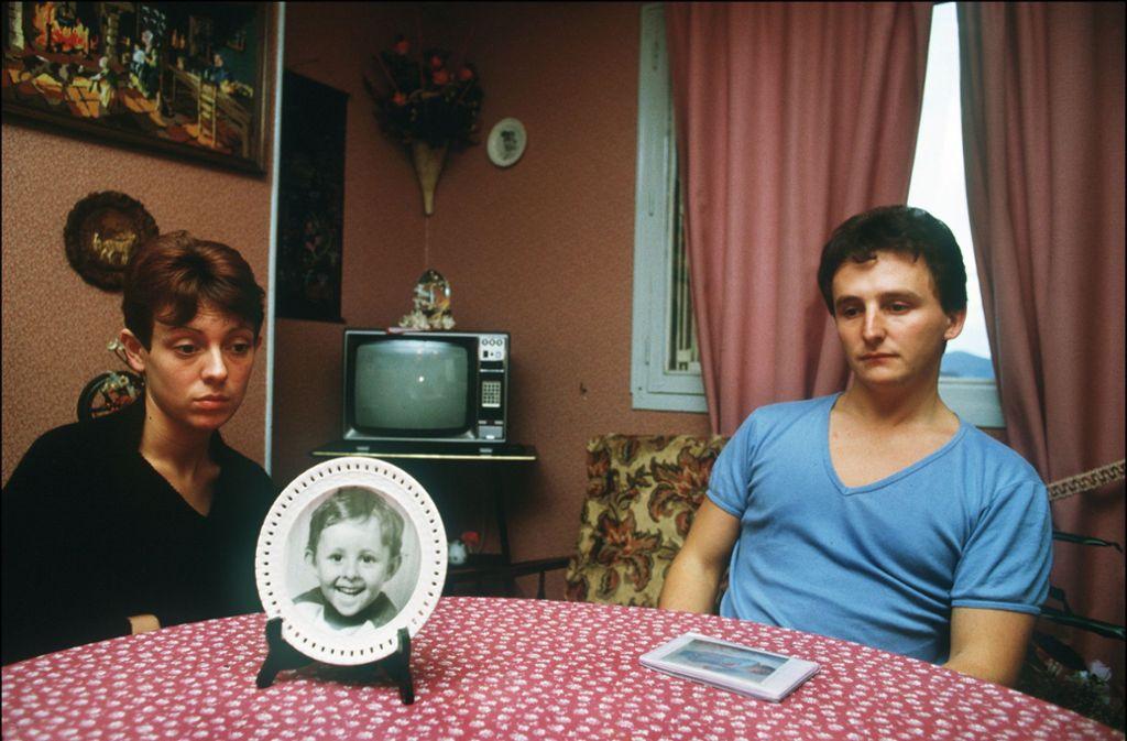 Christine und Jean-Marie Villemin, die Eltern des ermordeten Grégory, im Jahr 1984 in ihrem Wohnzimmer. Foto: dpa/Eric Feferberg