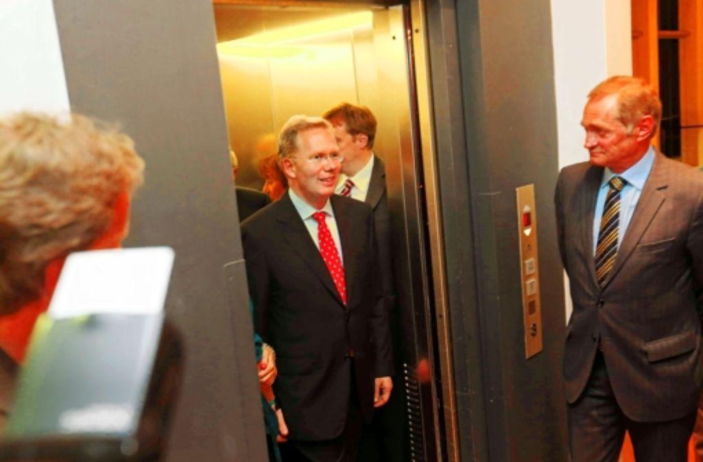 Sebastian Turner (hier am Wahlabend) glaubt weiter an seine Chance. Seine Kritiker in der CDU dagegen bezweifeln, dass der Unternehmer der nächste OB wird. Foto: Zweygarth