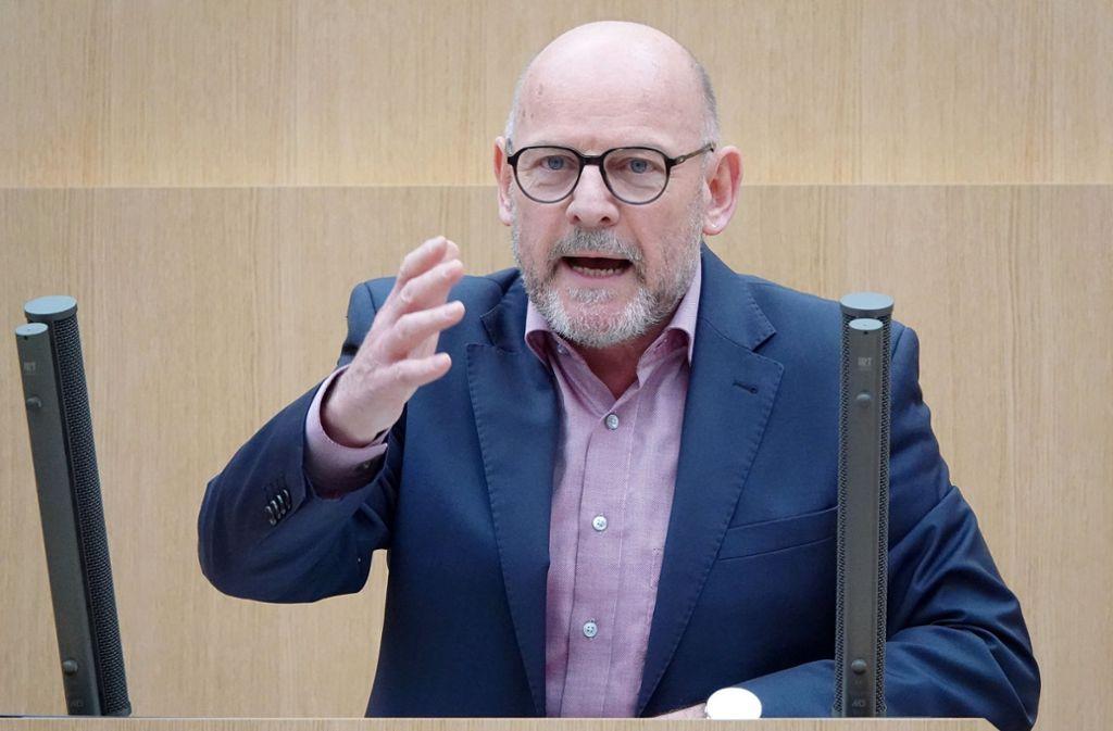 Winfried Hermann begrüßt das europäische Urteil zu Schadstoffmessungen. Foto: dpa