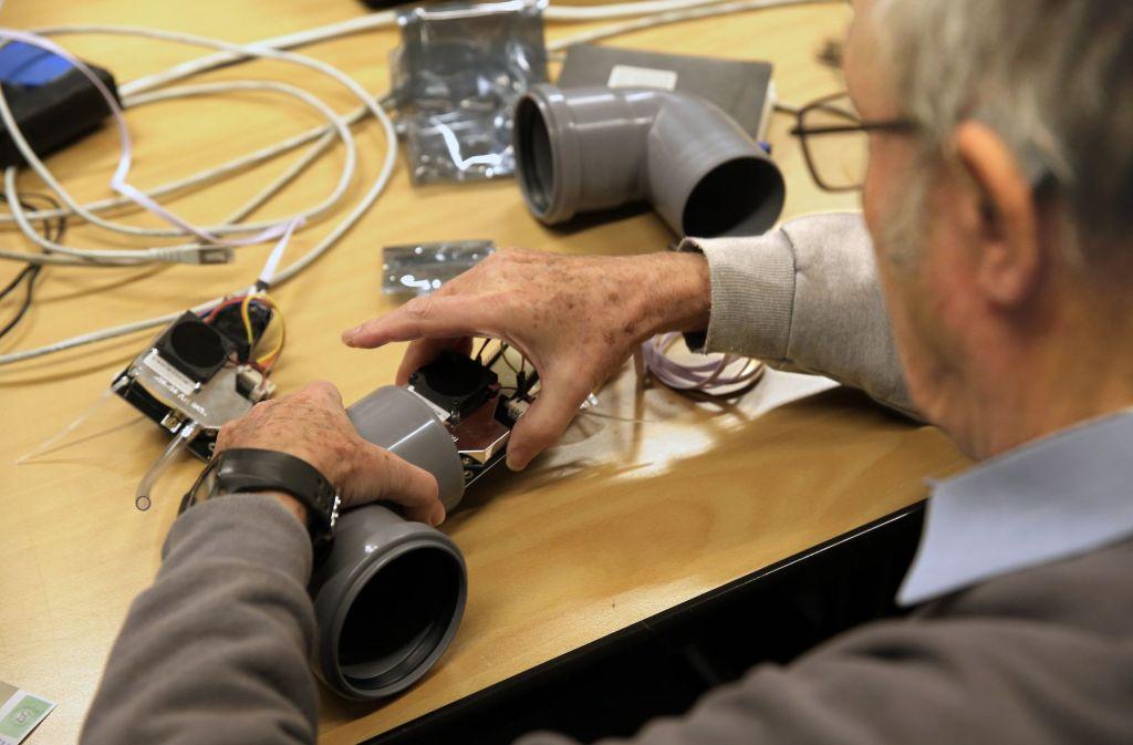 Innerhalb einer halben Stunde kann jeder sein eigenes Feinstaub-Messgerät bauen. Die Bilderstrecke zeigt, wie's geht. Foto: Hannes Opel