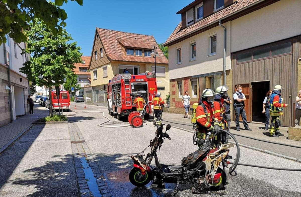 Verkohlt: Der Motorroller hat nur noch Schrottwert. Foto: SDMG/SDMG / Dettenmeyer