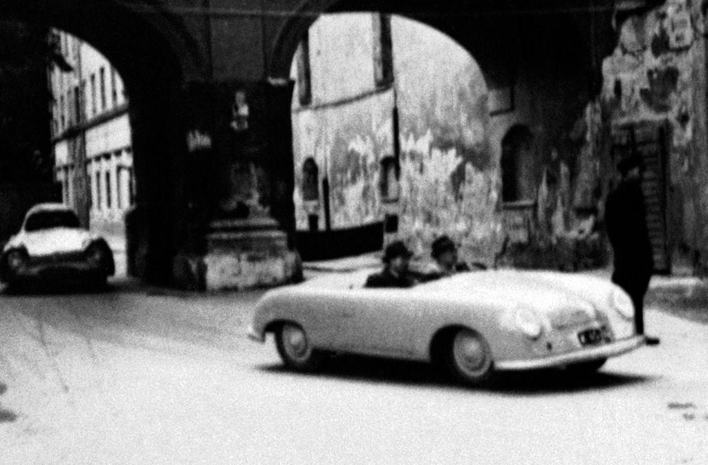 Der erste Porsche-Sportwagen Typ 356 beim Stadtrennen in Innsbruck, Österreich, im Jahr 1948. Foto: Porsche AG