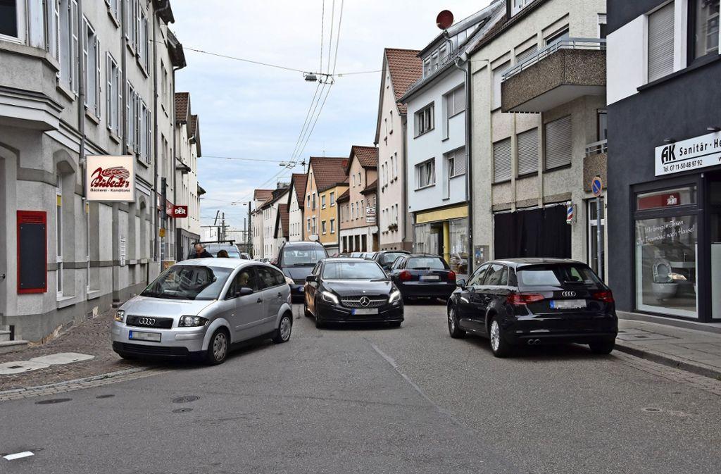 Wegen den Bauarbeiten für den neuen Abwasserkanal wird die Durchfahrt in der Inneren Augsburger Straße etwa ein Vierteljahr lang nicht möglich sein. Foto: Mathias Kuhn
