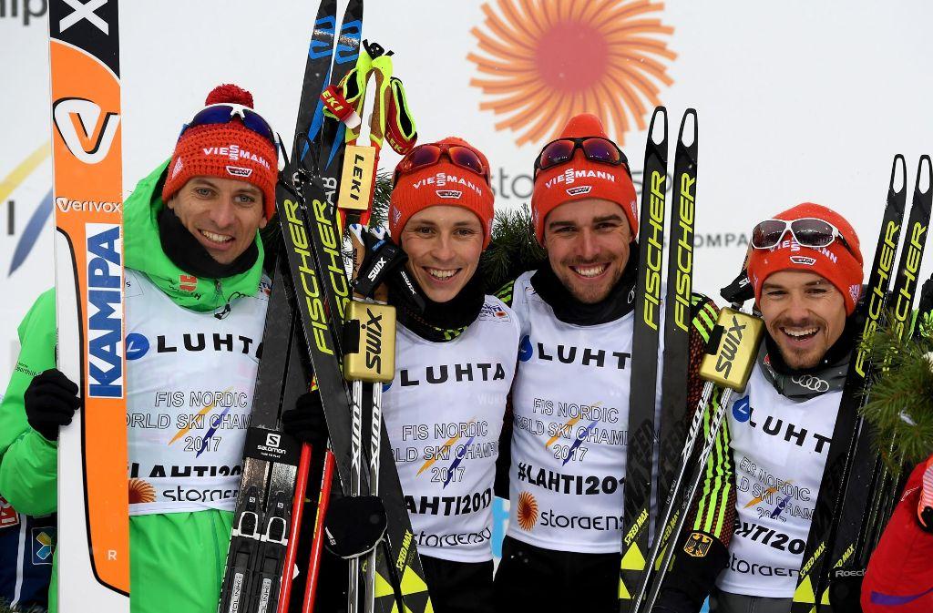 Glückliches Quartett: Björn Kircheisen, Eric Frenzel, Fabian Rießle  und Johannes Rydzek (v. li.) strahlen nach ihrem Gold-Triumph bei der WM in Lahti. Foto: Getty