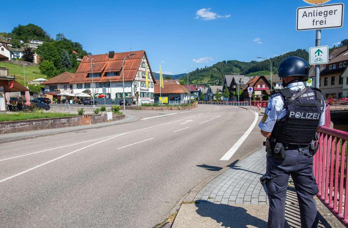 Die Polizei sucht nach einem Bewaffneten in Oppenau. Foto: dpa/Philipp von Ditfurth