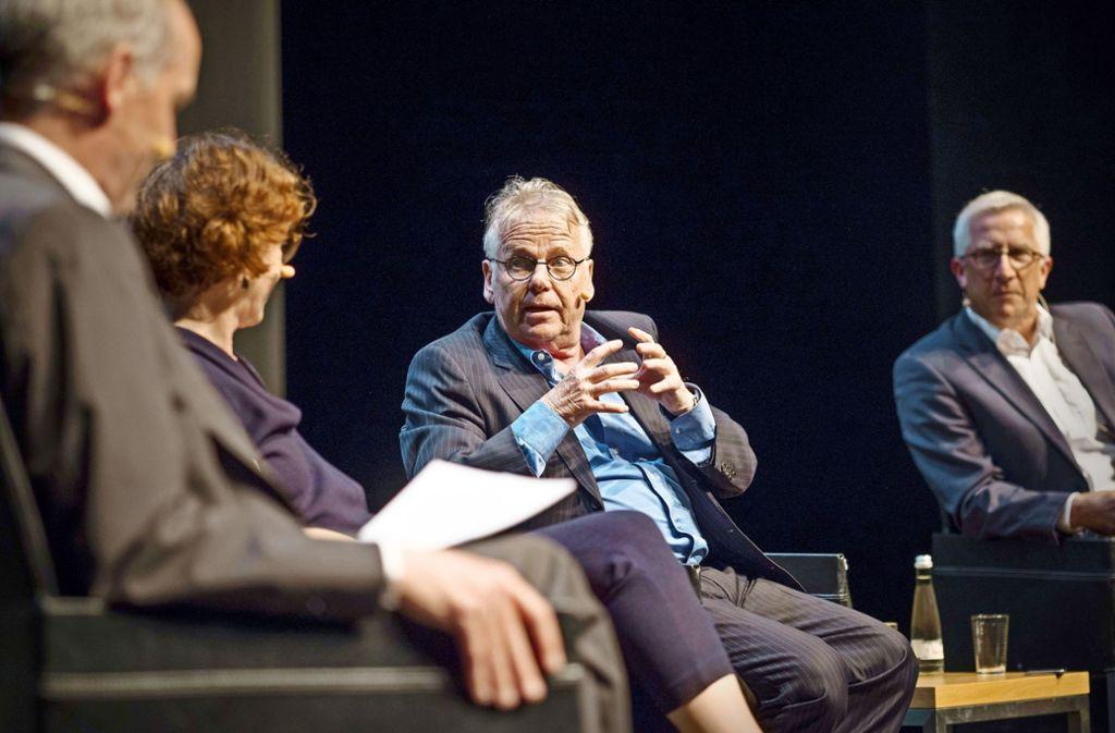 Streitlustig: Ulrike Guérot und Daniel Cohn-Bendit, flankiert von  den Moderatoren und StZ-Redakteuren Rainer Pörtner (li). und Armin Käfer. Foto: LG/Piechowski