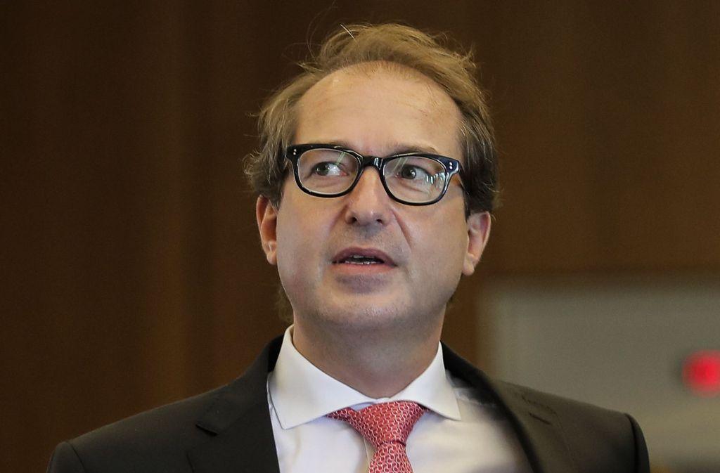 Bundesverkehrsminister Alexander Dobrindt (CSU) wollte die Diesel-Debatte aussitzen – und hat dadurch die Verunsicherung noch geschürt. Foto: AP
