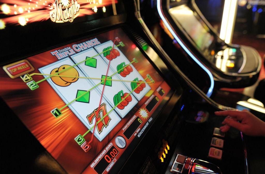 Sechs Spielautomaten haben die Einbrecher in einem Spielcasino in Stuttgart-Feuerbach gewaltsam aufgebrochen (Symbolbild). Foto: dpa