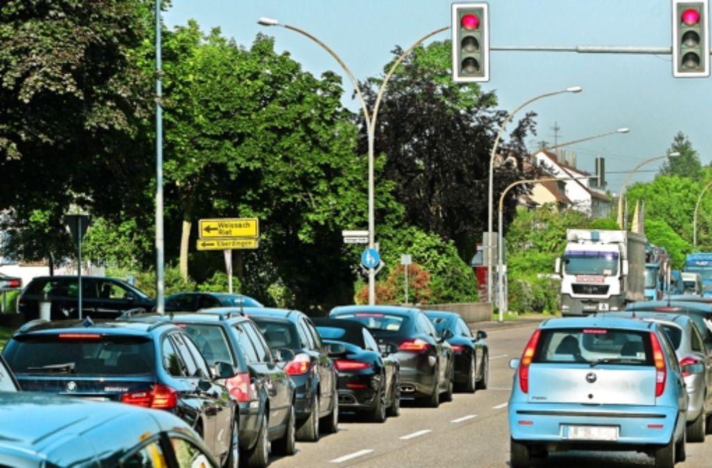 Dauerstau ist der Dauerzustand im Enzweihinger Ortskern. Foto: factum/Bach