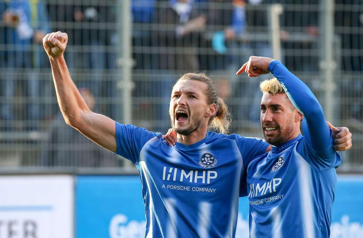 Je zwei Tore in Bruchsal: Die Kickers-Knipser Mijo Tunjic (li.) und Cristian Giles. Foto: Baumann