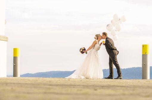 Hochzeitsballon fliegt vom Bodensee nach Polen – Finderin sucht Ehepaar