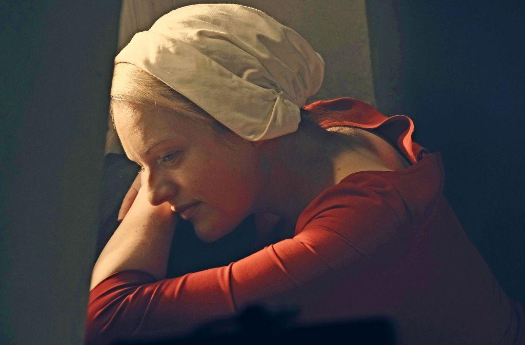 """Die beste  Dramendarstellerin: Elisabeth Moss in  """"The Handmaid's Tale"""". Foto: Hulu"""