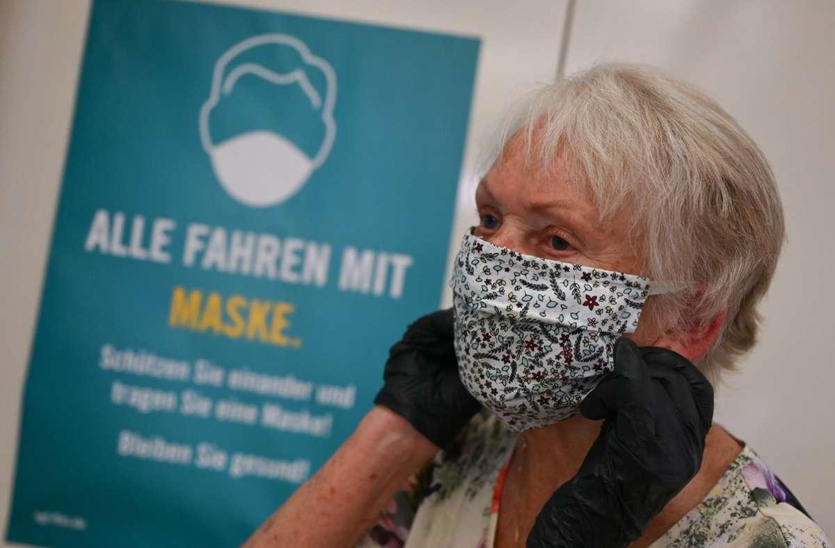 In den öffentlichen Verkehrsmitteln gilt deutschlandweit eine Maskenpflicht. Foto: dpa/Arne Dedert
