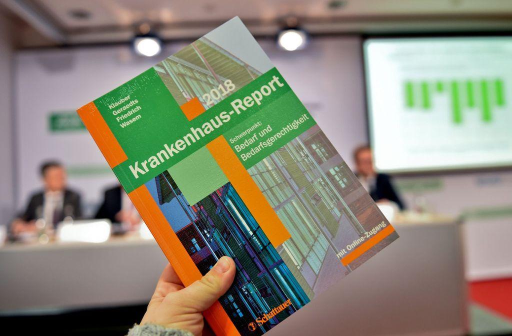 In ihrem Report sagt  die AOK, dass weniger Krankenhaus auch mehr sein kann. Foto: dpa