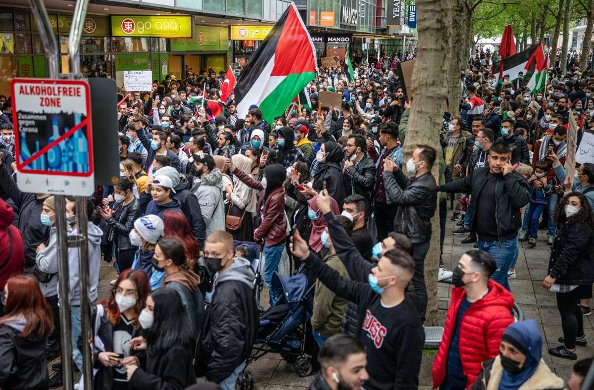 Auch in Stuttgart fanden Demonstrationen statt. Foto: dpa/Christoph Schmidt