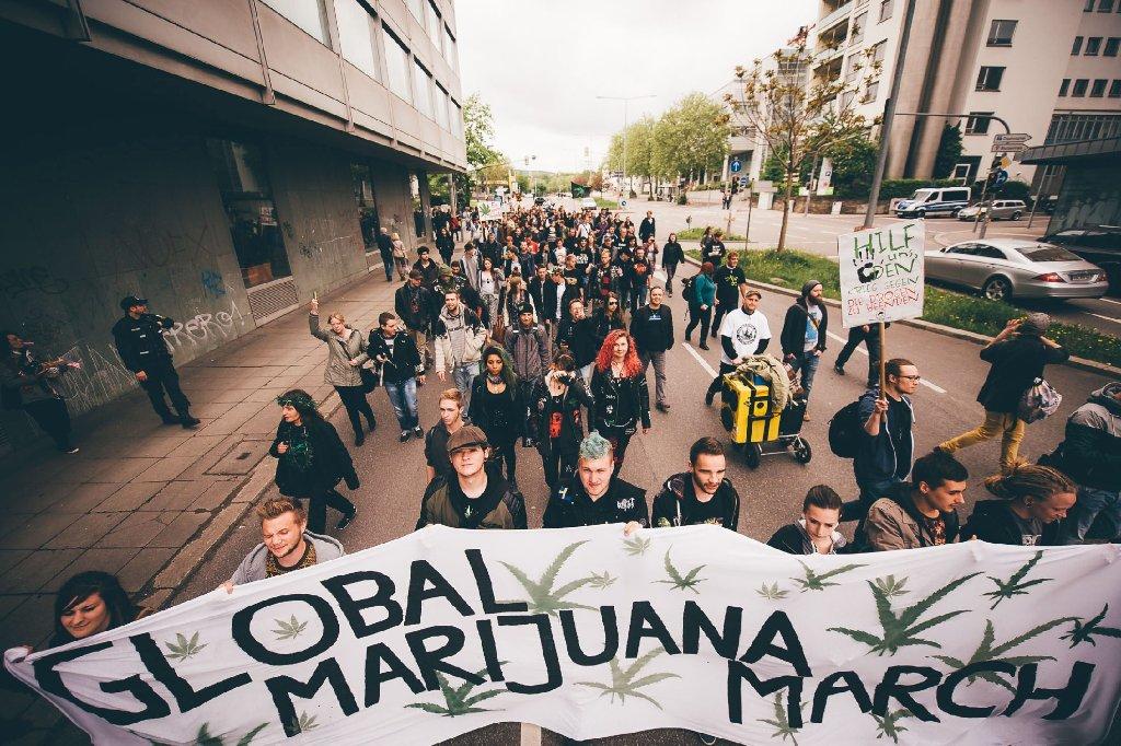 Global Marijuana March am Samstag durch die Innenstadt von Stuttgart. Foto: www.7aktuell.de   Florian Gerlach