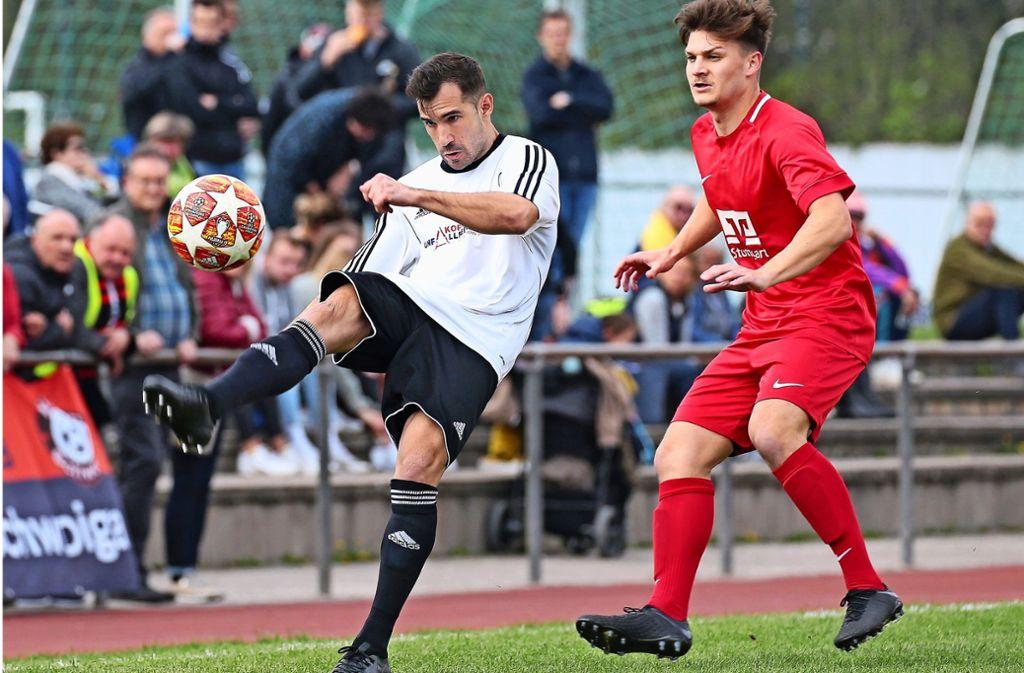 Roberto Ancona (links) lässt gute Möglichkeiten für Heimerdingen  aus – am Ende reicht es wenigstens noch zum 1:1 gegen Schwaikheim. Foto: Baumann