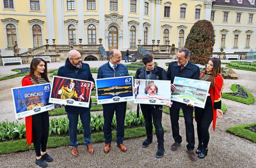 Volker Kugel (Zweiter von rechts) eröffnet mit OB Werner Spec (Mitte) und Vertretern des Zirkus Roncalli die Blüba-Saison. Foto: factum/Granville