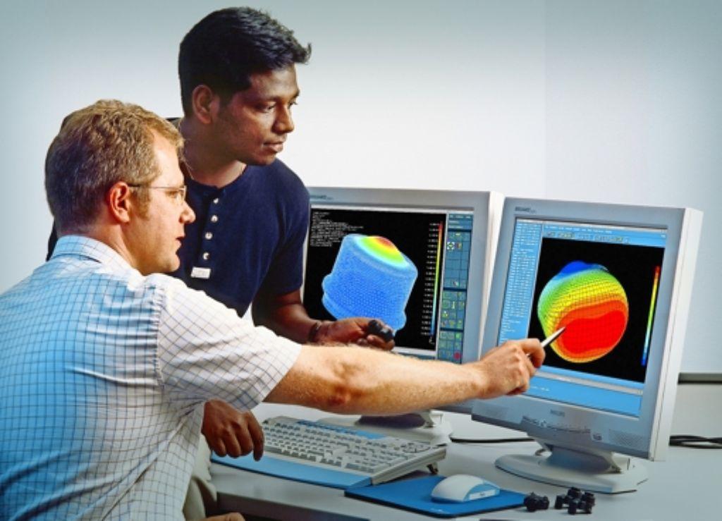 Besonders im Kraftfahrzeuggeschäft läuft es bei Bosch gut. Im Bereich Automobilelektronik entwickeln Ingenieure von Bosch Fahrerassistenz-Systeme wie Einparkhilfen. Foto: Bosch