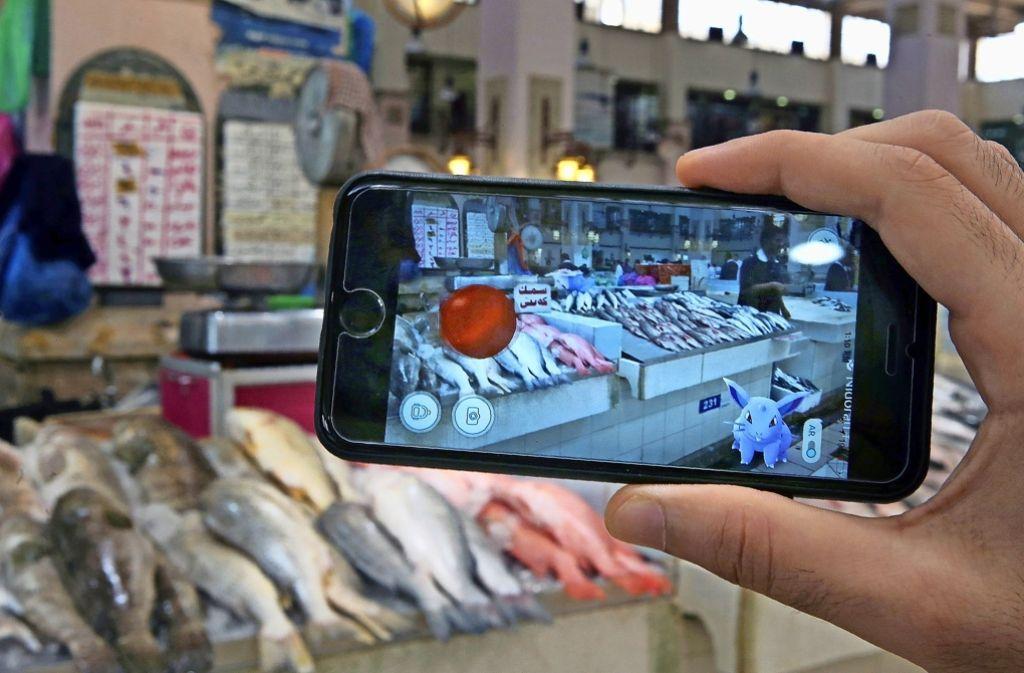 Alle Welt ist heißt auf die Pokémon-Jagd, so wie hier in Kuwait City. Foto: AFP