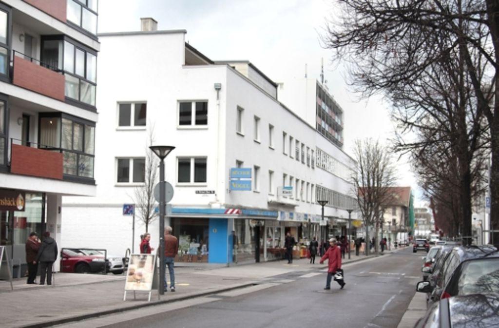 Endspurt: Das weiße Gebäude muss demnächst einem Neubau weichen. Foto: factum