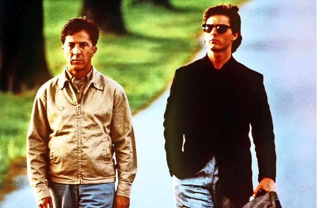 """Im Film""""Rain Man"""" stört sich Charlie Babbitt (Tom Cruise, rechts) zunächst an seinem autistischen Bruder Raymond (Dustin Hoffman). Am Ende akzeptiert er ihn, wie er ist. Foto: dpa"""