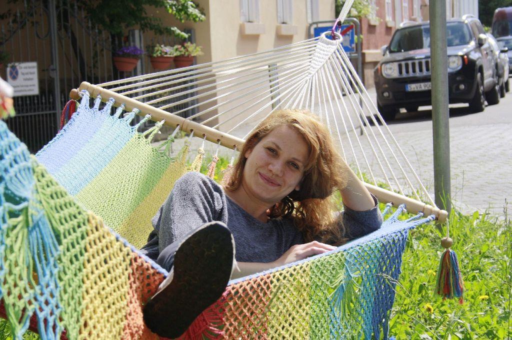Verena Dittmann (32) hat mit einer Hängematte ihren Traum verwirklicht. Foto: Nadja Dilger