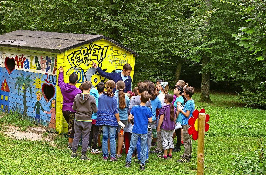 Im Jahr 2014 durften die Kinder im Ferienwaldheim im Sonnenwinkel Graffiti sprühen. Was in den kommenden Jahren auf dem Programm steht, bleibt abzuwarten. Foto: Archiv A. Kratz