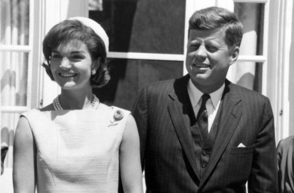 Jack und Jackie - US-Präsident John F. Kennedy und seine Frau Jacqueline haben dem Weißen Haus ihren Stempel aufgedrückt wie kaum ein Präsidentenpaar vor oder nach ihnen. Was macht den Mythos dieser beiden aus? Foto: dpa