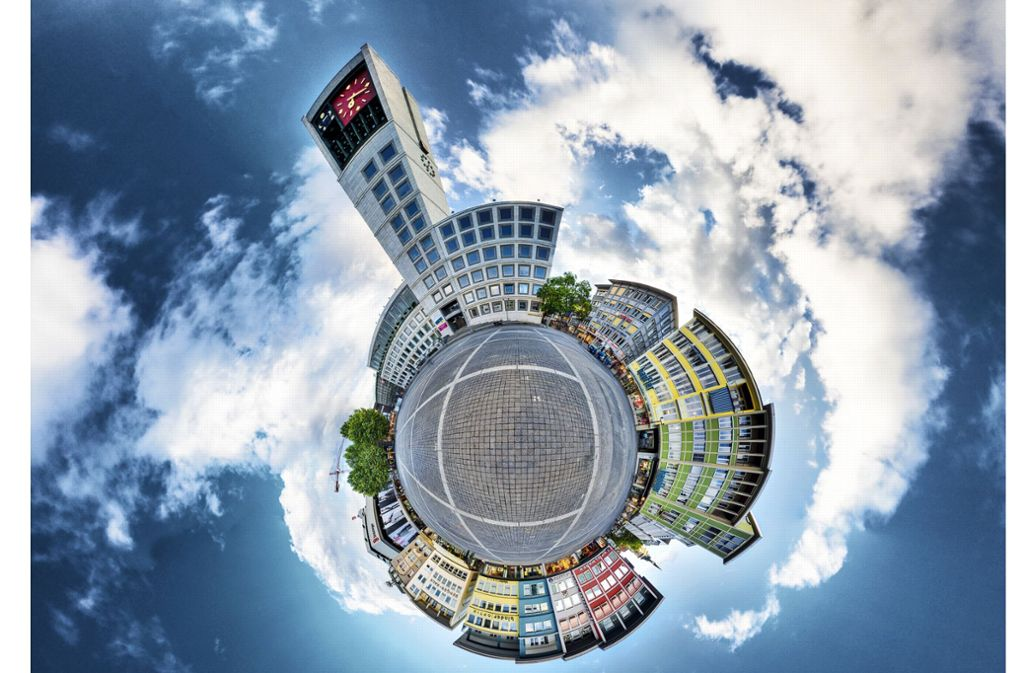Der Stuttgarter Marktplatz aus der Sicht des Esslinger Fotografen Jan Engelhardt. Er ist Spezialist für Panorama-Fotografie und verdreht dem Betrachter gerne den Kopf. Foto: Jan Engelhardt/www.panofarm.de