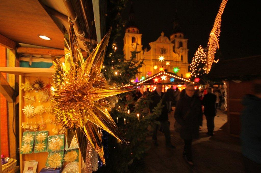 Der Weihnachtsmarkt in Ludwigsburg bezaubert mit seiner barocken Kulisse. Foto: www.7aktuell.de | Andreas Friedrichs