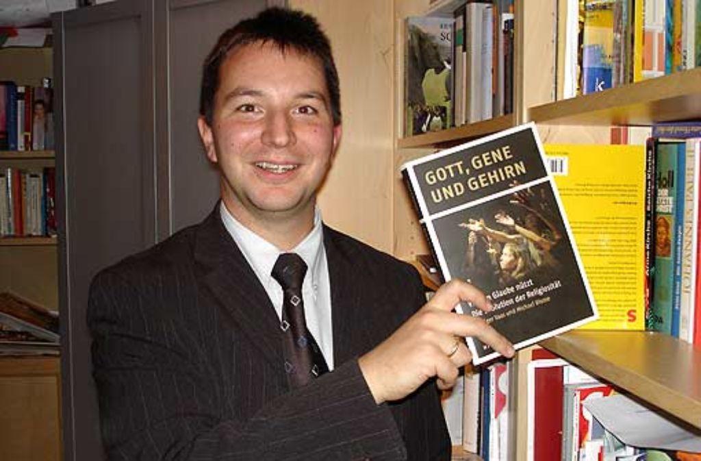 Michael Blume mit einem früheren Buch – sein Kapitel in einem neuen Band entwickelt sich zum Politikum. Foto: Barner