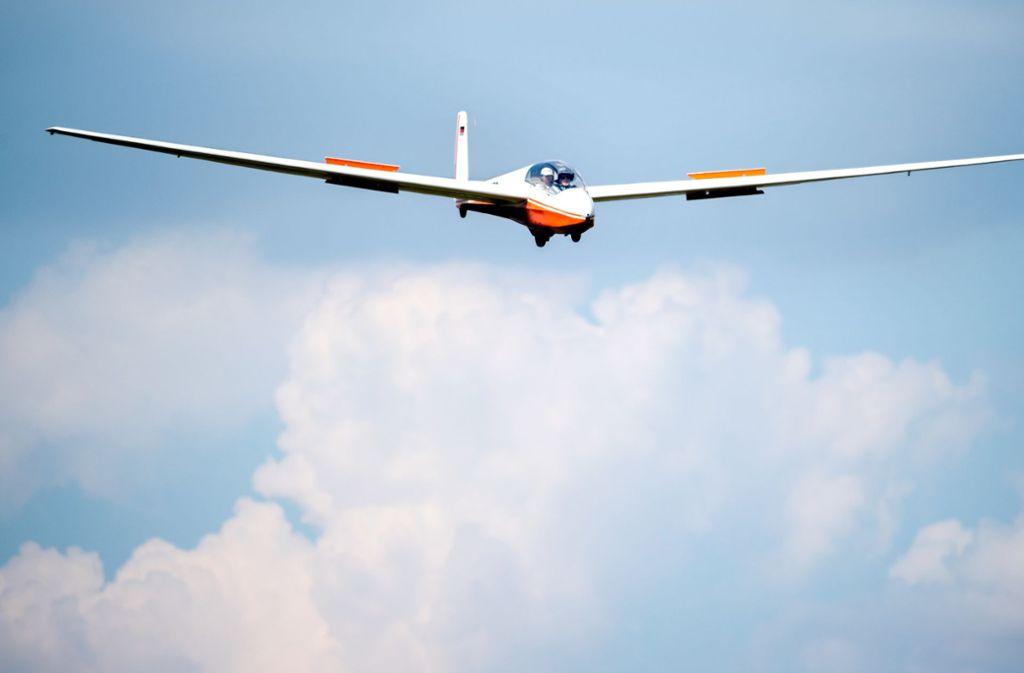 Im Bodenseekreis ist ein Segelflieger abgestützt (Symbolfoto). Foto: dpa/Hauke-Christian Dittrich